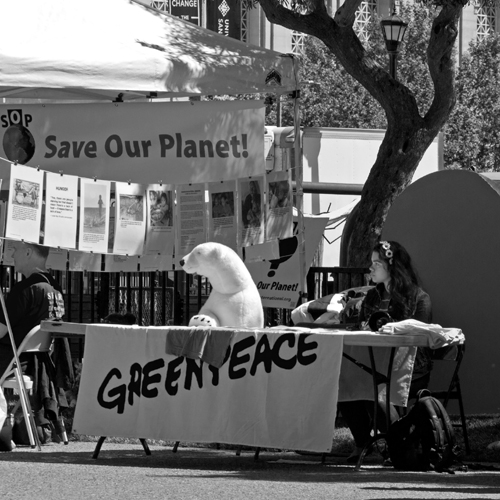 _4200604-Greenpeace_B&W-web
