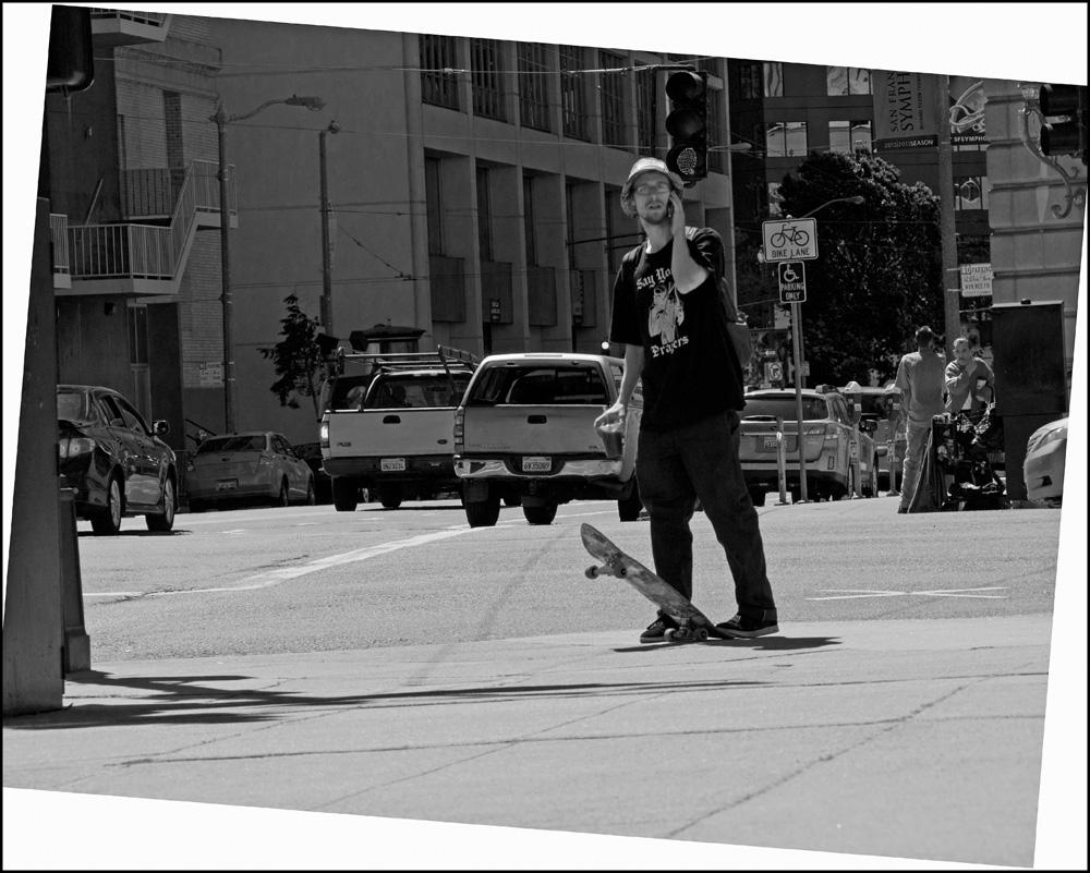 _4200623-Skateboard_B&W-web